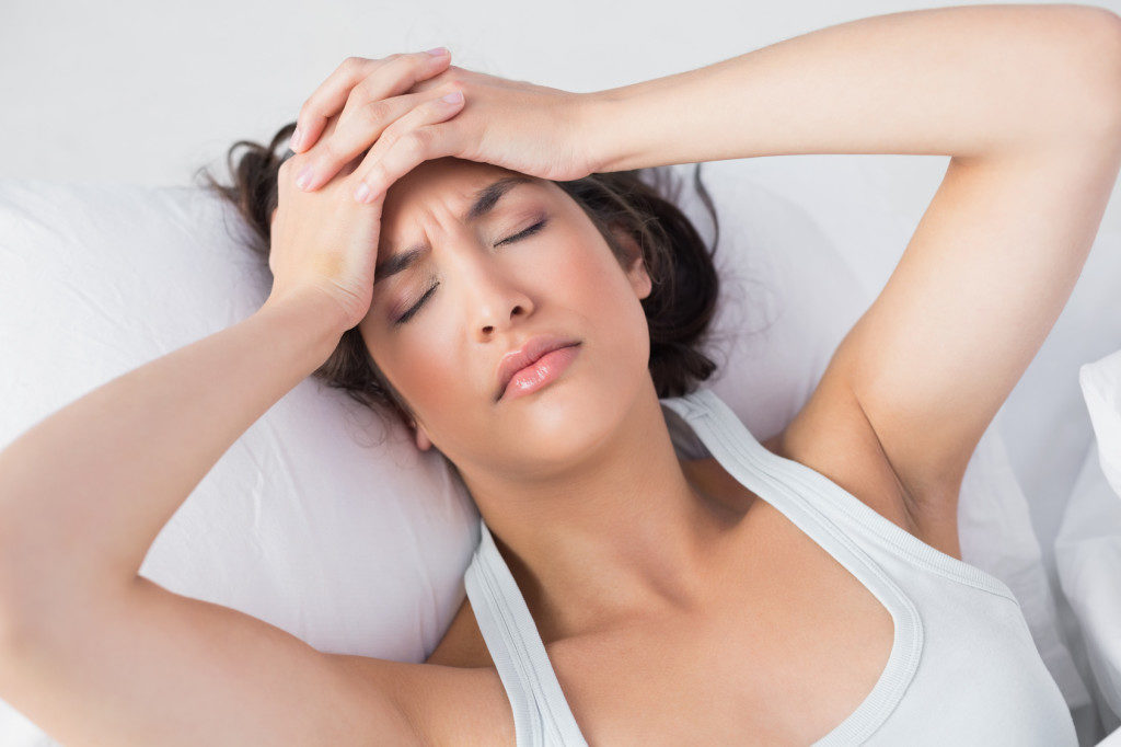 При ВЧД часто болит голова в области затылка, а также ухудшается зрение