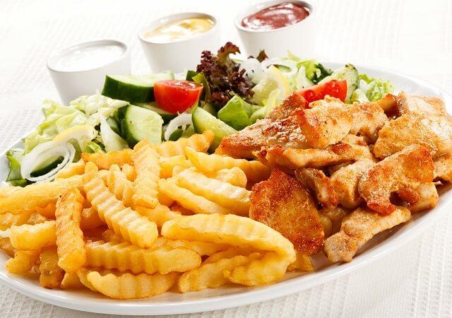 Жаренная и жирная пища способствует развитию гастрита