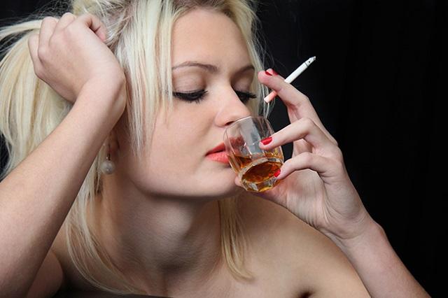 Вредные привычки также влияют на либидо