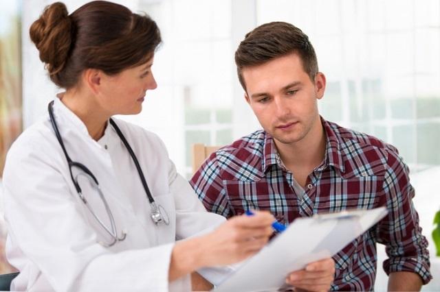 При первых симптомах гастрита не стоит заниматься самолечением