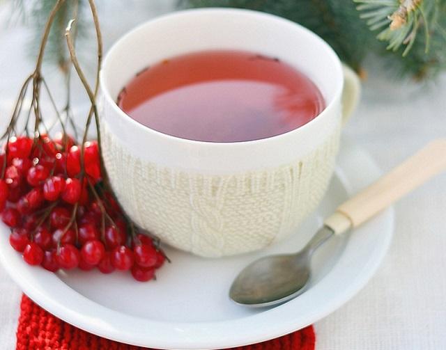 Чай с калиной - это прекрасное средство для поддержания иммунитета и поддержания сосудистой системы