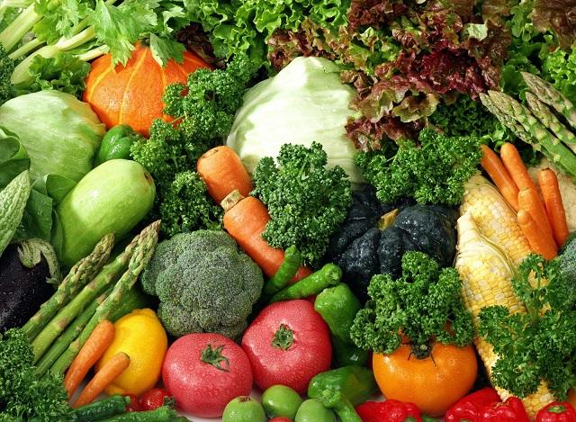 При предрасположенности к высокому давлению, стоит ввести в свой рацион больше овощей