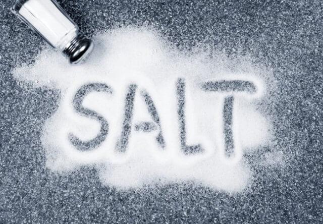 Соблюдая диету необходимо ограничить употребление соли